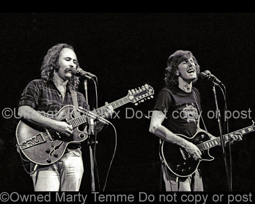 Photo of David Crosby and Graham Nash in concert in 1977 by Marty Temme