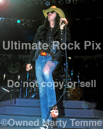 Photo of Ian Astbury of The Cult performing in concert in 1989 by Marty Temme