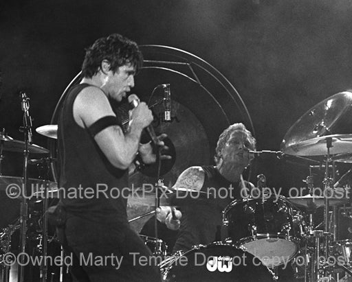 Photo of Ian Astbury and Matt Sorum of The Cult singing together in concert by Marty Temme