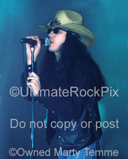Photo of singer Ian Astbury of The Cult in concert in 1989 by Marty Temme