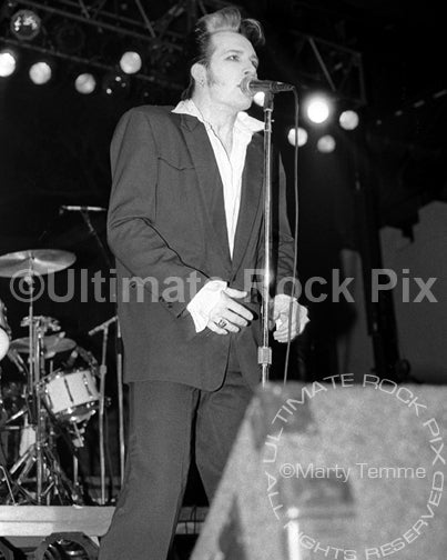 Photo of singer Dave Vanian of The Damned in concert in 1988 by Marty Temme