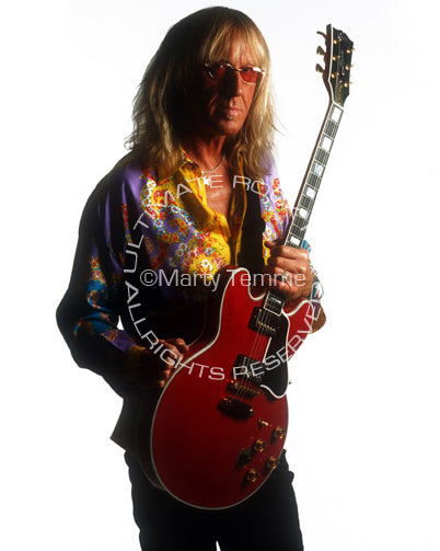 Photo of guitar player Davey Johnstone during a photo shoot in 2002 by Marty Temme