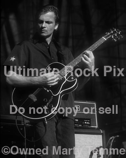 Photo of guitarist Duane Denison of Tomahawk and The Jesus Lizard in concert by Marty Temme