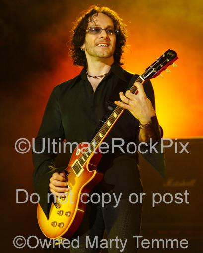 Photo of guitar player Vivian Campbell of Def Leppard in concert by Marty Temme