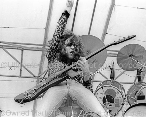 Photo of Kenny Aaronson of Derringer in concert in 1977 by Marty Temme