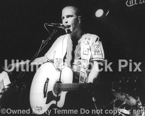 Photo of Peter Stuart of Dog's Eye View in concert in 1996 by Marty Temme