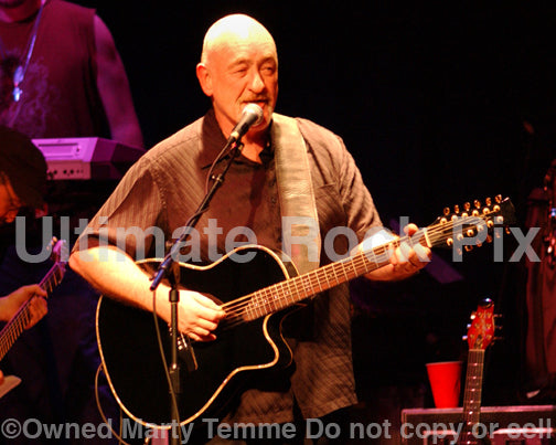 Photo of Dave Mason playing an acoustic Alvarez guitar in concert in 2007 by Marty Temme