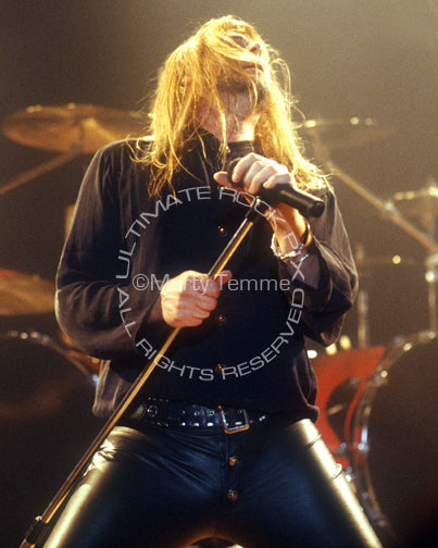 Photo of singer Don Dokken in concert in 1995 by Marty Temme
