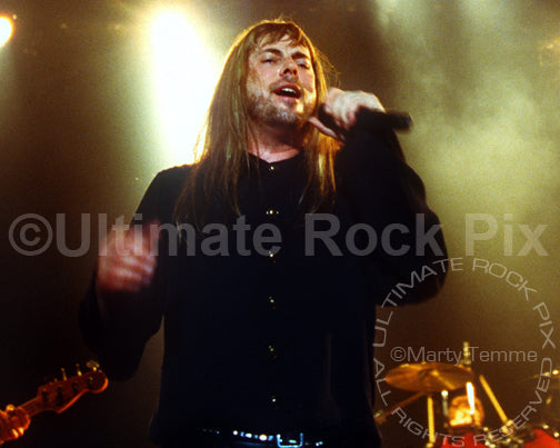 Photo of Don Dokken singing in concert in 1995 by Marty Temme