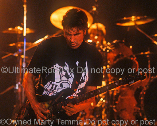 Photo of George Lynch of Dokken performing in concert in 1995 by Marty Temme