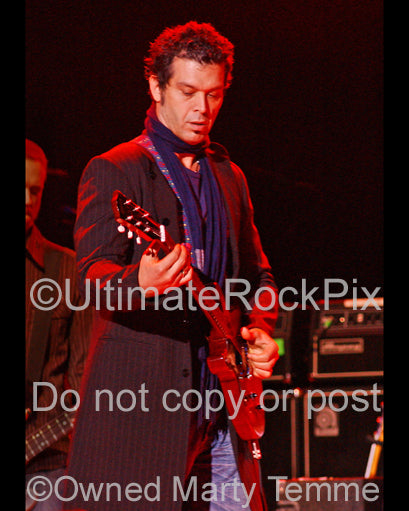 Photo of guitarist Doyle Bramhall II playing a Les Paul Junior in concert by Marty Temme