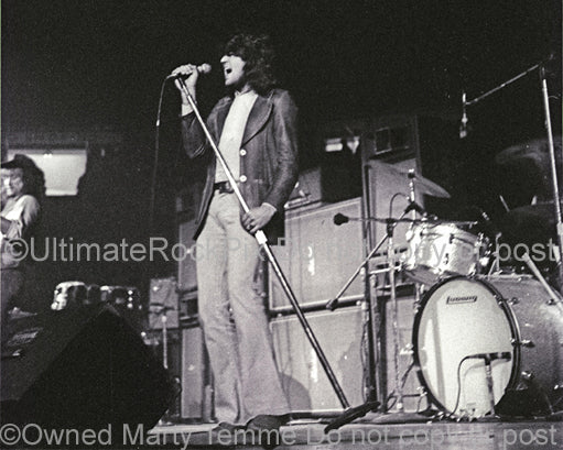 Photo of Ian Gillan of Deep Purple in concert in 1972 by Marty Temme