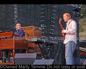 Photo of Derek Trucks and Gregg Allman of The Allman Brothers in concert by Marty Temme