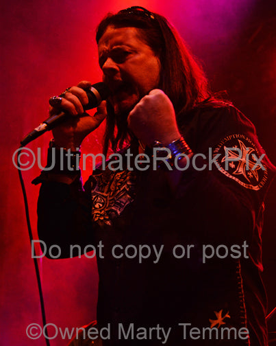Photo of singer Doogie White in concert in 2013 by Marty Temme