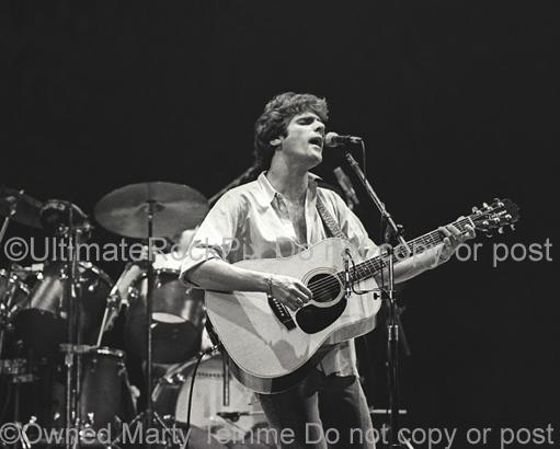 Photos of Glenn Frey of The Eagles singing in Concert in 1980 by Marty Temme