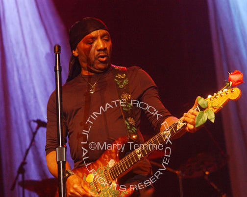 Photo of guitar player Ernie Isley in concert by Marty Temme