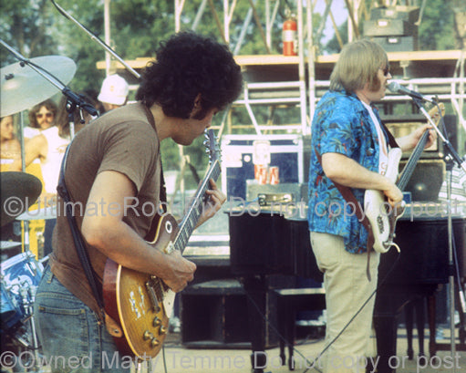 Photo of Mike Bloomfield of Electric Flag playing his 1959 Gibson Les Paul in 1974 by Marty Temme