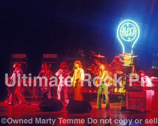 Photo of Jeff Lynne and Electric Light Orchestra in concert in 1975 by Marty Temme