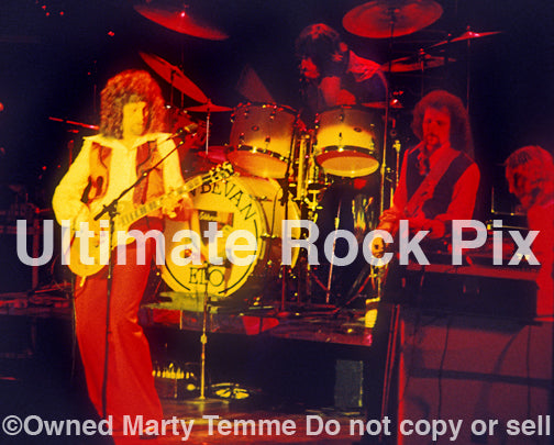 Photo of Jeff Lynne, Kelly Groucutt and Bev Bevan of ELO in concert in 1975 by Marty Temme