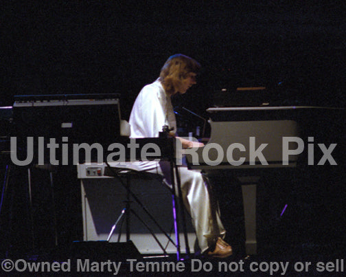 Photo of Richard Tandy of Electric Light Orchestra in concert in 1977 by Marty Temme