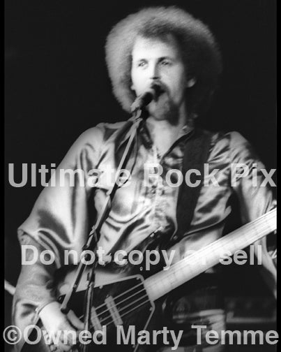 Photo of Kelly Groucutt of Electric Light Orchestra in concert in 1977 by Marty Temme