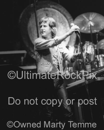 Photo of Keith Emerson of Emerson, Lake & Palmer in concert in 1977 by Marty Temme