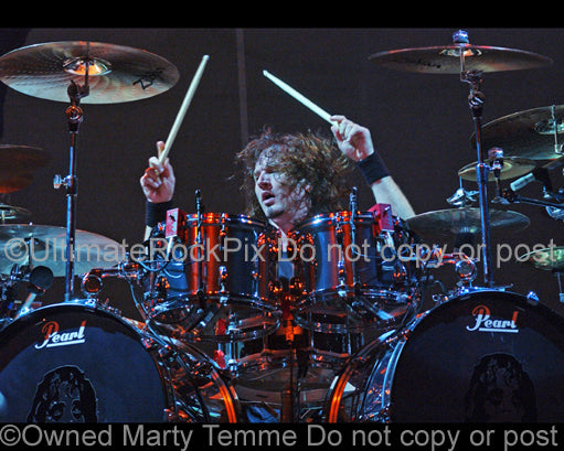 Photo of drummer Eric Singer of Kiss and Alice Cooper in concert by Marty Temme