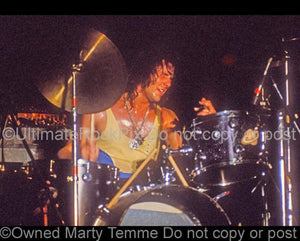 Photo of drummer Aynsley Dunbar performing with Flo and Eddie in 1973 by Marty Temme