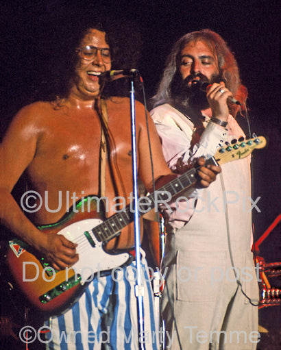 Photo of Mark Volman and Howard Kaylan of Flo and Eddie in concert in 1973 by Marty Temme