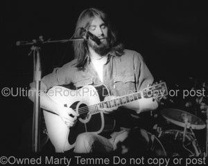 Black and white photo of singer Dan Fogelberg in concert in 1976 by Marty Temme