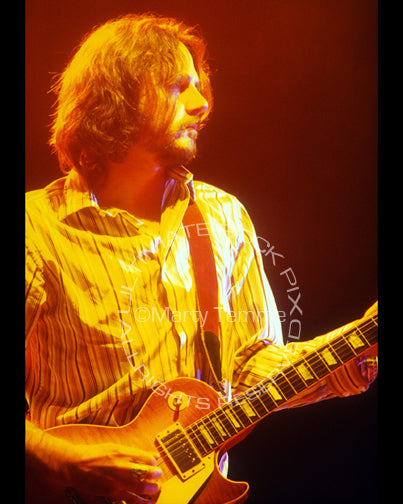 Photo of Marc Ford playing a Les Paul in concert in 2004 by Marty Temme