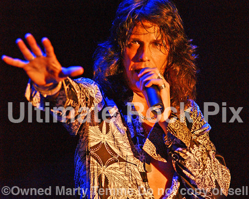Photo of Kelly Hansen of Foreigner in Concert in 2008 by Marty Temme