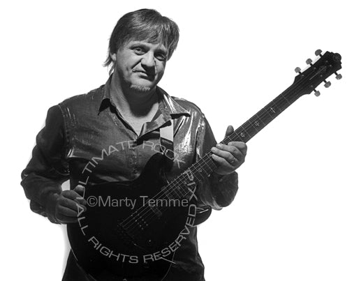 Photo of guitarist Frank Gambale during a photo shoot - gambale061bw