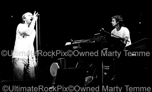 Photo of Phil Collins and Tony Banks of Genesis onstage in 1977 by Marty Temme