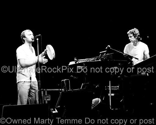 Photo of Phil Collins and Tony Banks of Genesis in concert in 1977 by Marty Temme