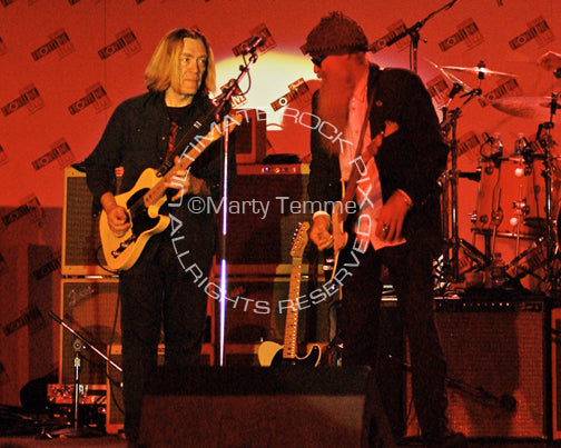 Photo of G.E. Smith and Billy Gibbons playing together in concert by Marty Temme