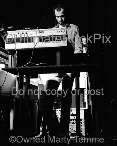 Photo of keyboardist Kerry Minnear of Gentle Giant in concert in 1980 by Marty Temme