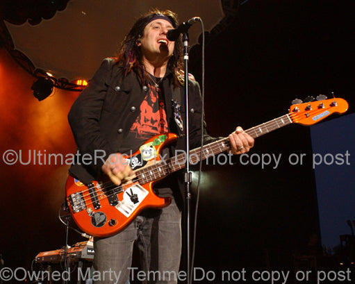 Photo of Robby Takac of Goo Goo Dolls in concert by Marty Temme