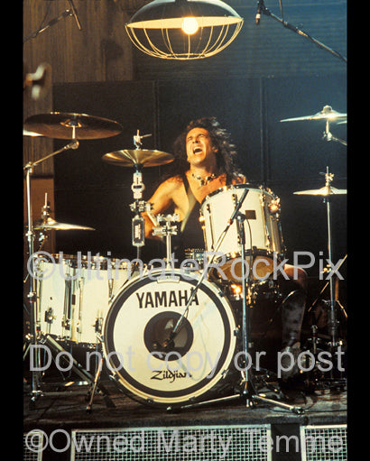 Photo of Audie Desbrow of Great White in concert in 1992 by Marty Temme