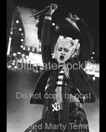 Photo of singer Gwen Stefani in concert in 2004 by Marty Temme