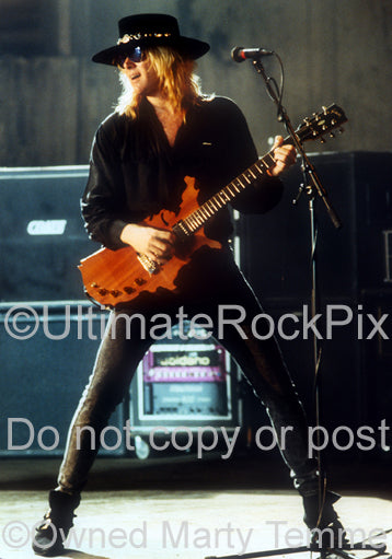 Photo of Mark Kendall of Great White onstage in 1992 by Marty Temme