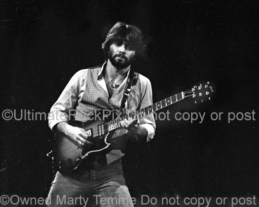 Photo of guitar player Todd Sharp of Hall & Oates in concert in 1977 by Marty Temme