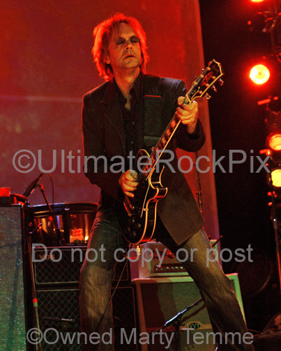 Photo of Craig Bartock of Heart playing a Les Paul in concert by Marty Temme