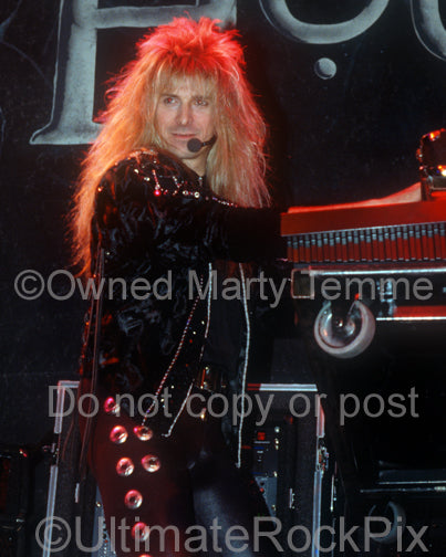Photo of Gregg Giuffria of House of Lords in concert in 1989 by Marty Temme
