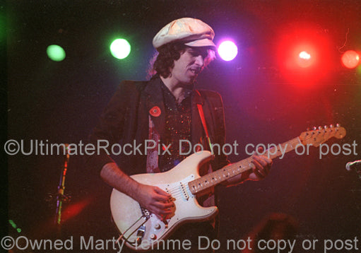 Photo of Robbie Alter of Ian Hunter performing in concert in 1981 by Marty Temme