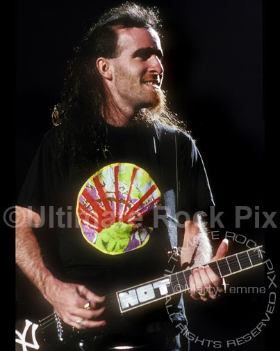 Photo of Scott Ian of Anthrax in concert in 1989 by Marty Temme