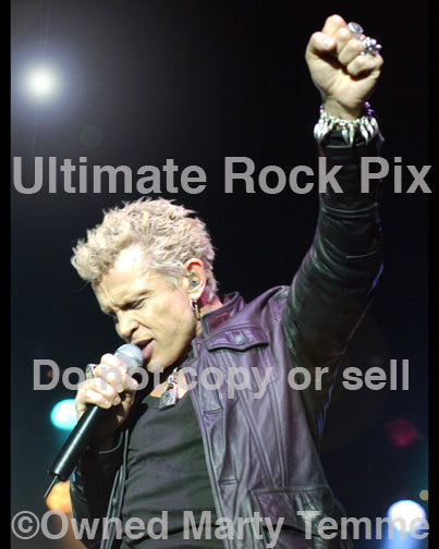 Photo of singer Billy Idol onstage in 2005 - idol054025