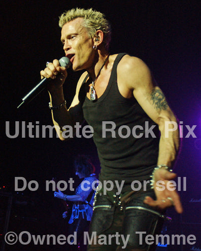 Photo of singer Billy Idol in concert in 2005 by Marty Temme