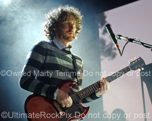 Photo of Mike Einziger of Incubus playing a Gibson SG in concert by Marty Temme
