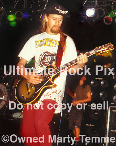 Photo of Jerry Cantrell of Alice in Chains playing Chris Cornell's Les Paul in 1991 by Marty Temme